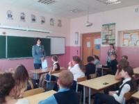 Классный час для школьников организовали преподаватели ЮФ